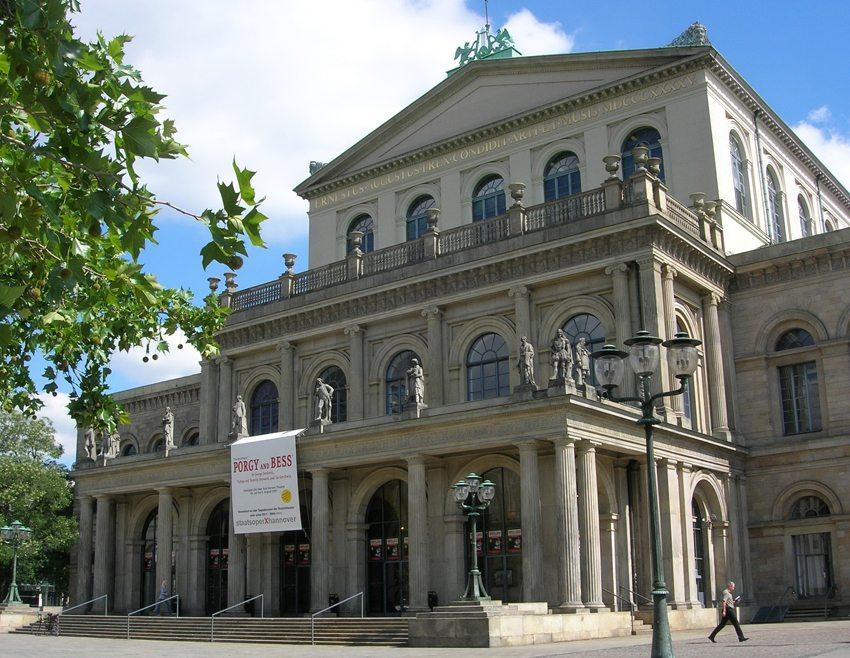 Das Opernhaus gehört zu den bedeutenden Sehenswürdigkeiten der Stadt Hannover. (Bild: Biggi  / pixelio.de)