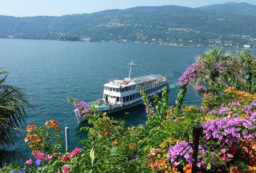 Blumenpracht am Lago Maggiore (Bild: Ingrid Kranz  / pixelio.de)
