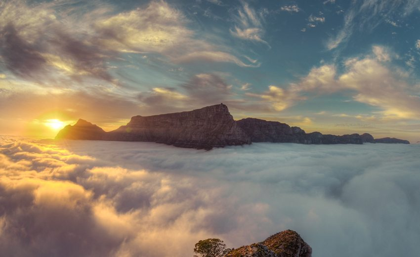 Wolken- Phänomen an dem Tafelberg in Kapstadt (Bild: Brendon Wainwright, Wikimedia, CC)