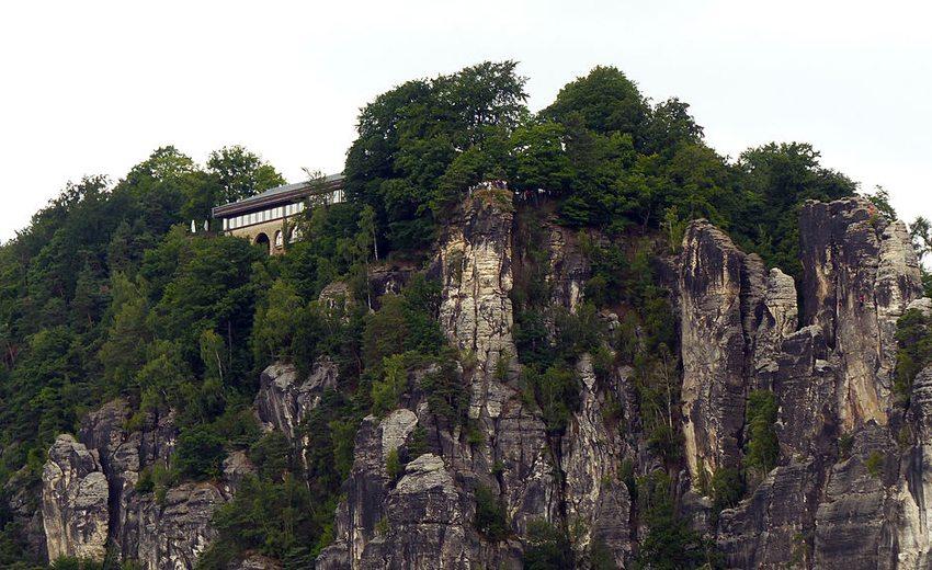 Bastei bei Rathen im Nationalpark Sächsische Schweiz (Bild: Dr. Bernd Gross, WIkimedia, CC)