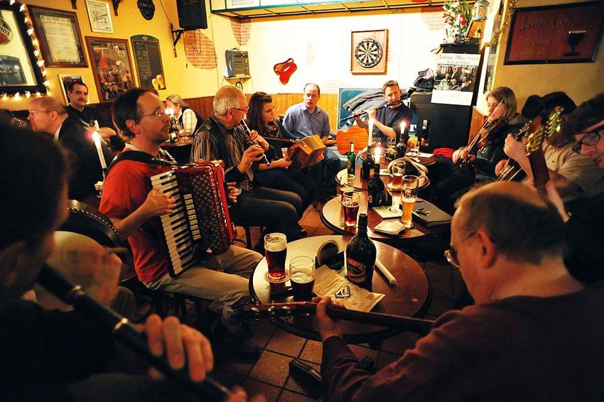 Irish Pub – Zentrum der irischen Live-Musik (Bild: Hinnerk R, Wikimedia, CC)