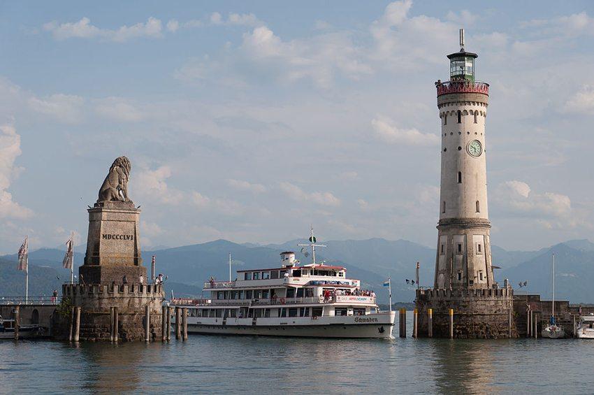 Hafeneinfahrt von Lindau am Bodensee (Bild: Julian Herzog, Wikimedia, GNU)