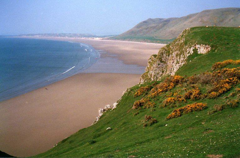 Rhossili Bay bei Cardiff (Bild: Trevor Rickard, Wikimedia, CC)