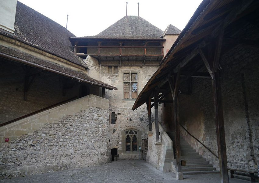 Hof des Schlosses Chillon, Montreux, Kanton Waadt, Schweiz (Bild: Zairon, Wikimedia, CC)