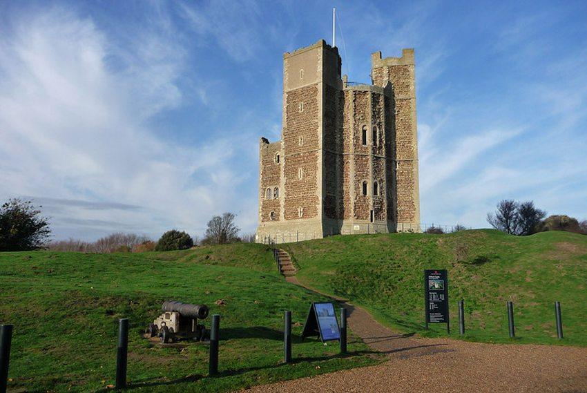 Die Burg von Orford (Bild: Chris Gunns, Wikimedia, CC)