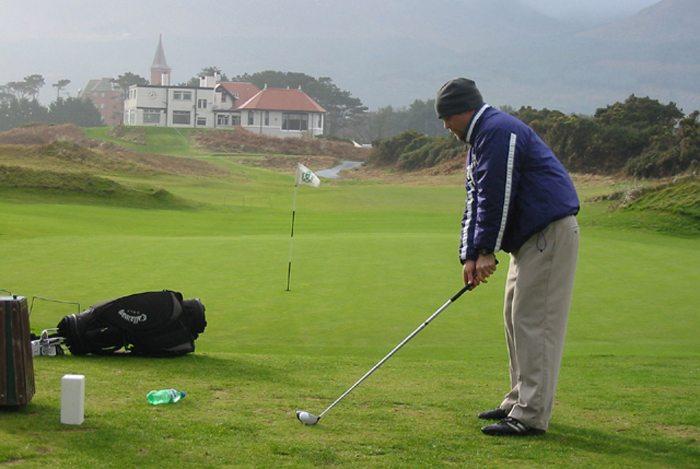 Der Royal County Down Golf Club in Newcastle, Nordirland (Bild: Ian Blair, Wikimedia, CC)