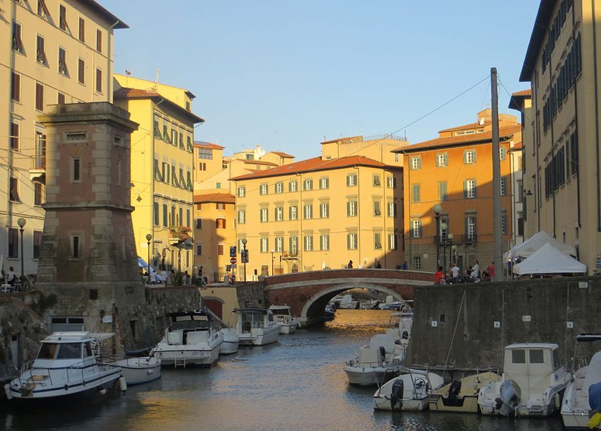 Eine Bootsfahrt durch Venezia Nuova ist ein einmaliges Erlebnis in Livorno. (Bild: Luca Aless, Wikimedia, CC)