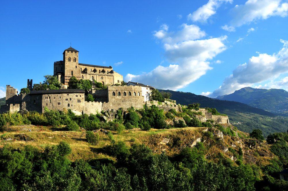 das Schloss Tourbillon (Bild: © mountainpix - shutterstock.com)