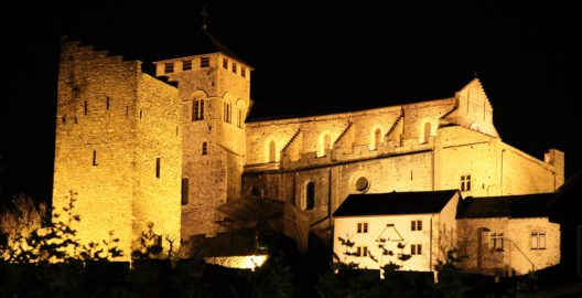 Burg Valére bei Nacht (Bild: © Urheber - shutterstock.com)