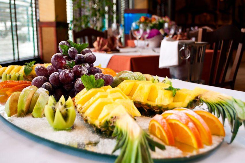 Exotische Früchte lassen den Teint von innen strahlen. (Bild: luckyraccoon / Shutterstock.com)
