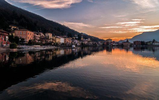 Porto Ceresio (Bild: © elesi - shutterstock.com)
