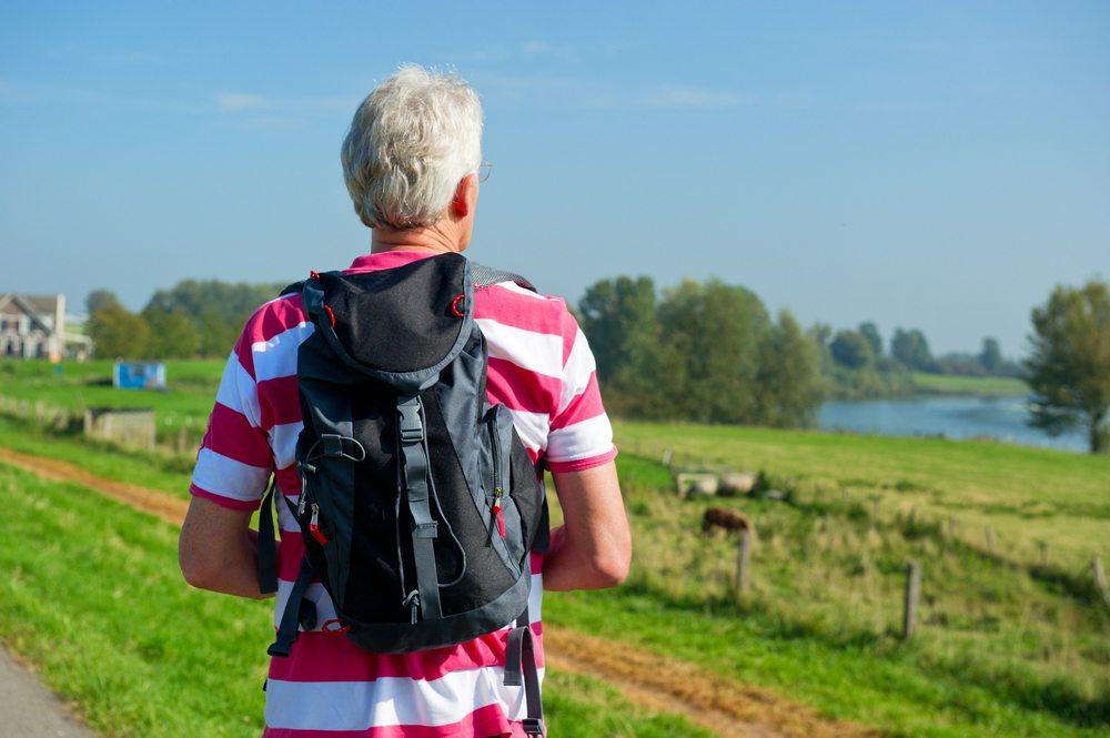 Der Touren-Rucksack ist ein geschätzter Begleiter auf Wandertouren (Bild: © Ivonne Wierink - shutterstock.com)