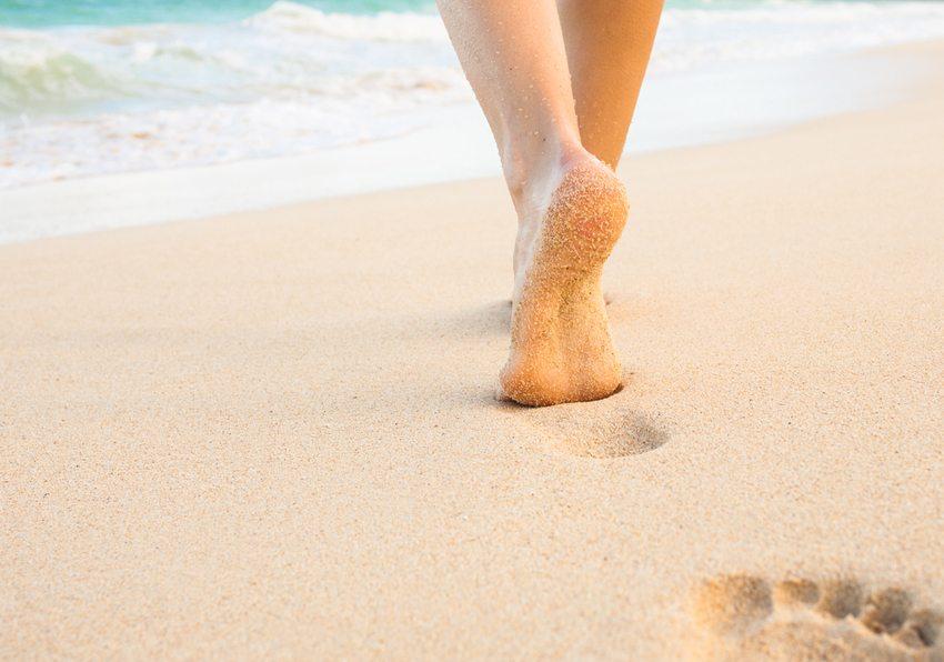 Der Klassiker für raue Füsse – ein Sandkorn-Peeling. (Bild: KieferPix / Shutterstock.com)