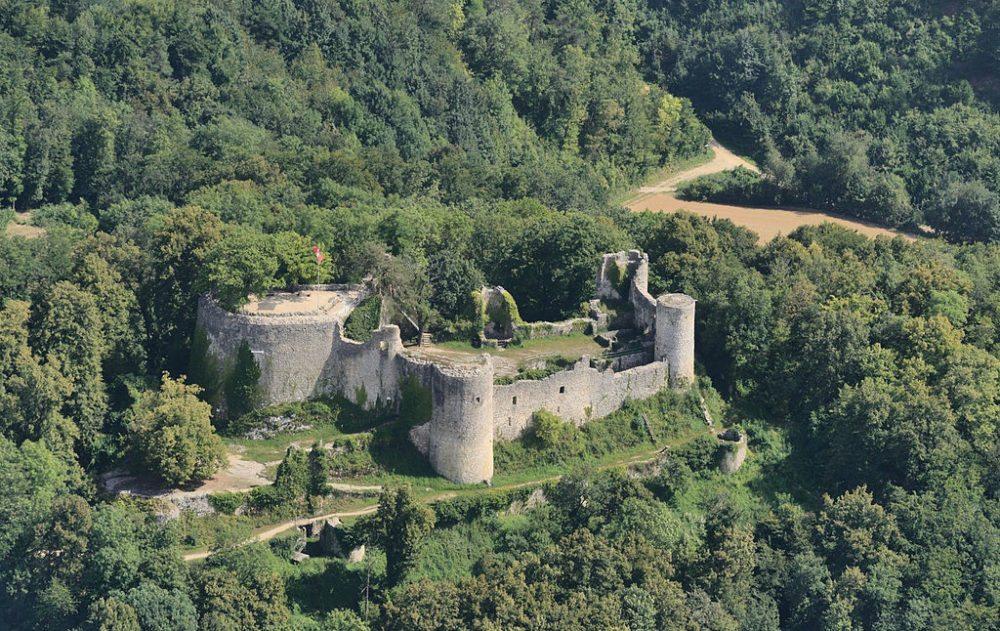 Luftbild der Ruine Dorneck (Bild: Taxiarchos228, Wikimedia, CC)