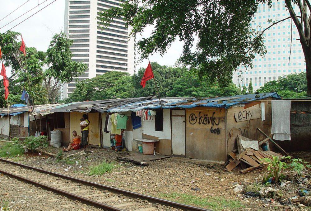 Slums in Jakarta (Bild: Jonathan McIntosh, Wikimedia, CC)