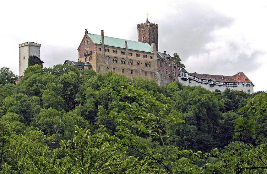 Die Wartburg bei Eisenach (Bild: Ingersoll, Wikimedia)