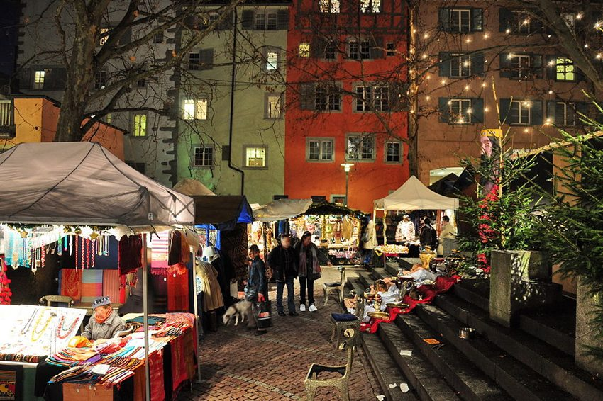 Weihnachtsmarkt Dörfli-Rosenhof in Niederdorf  (Bild: Roland zh, Wikimedia, CC)