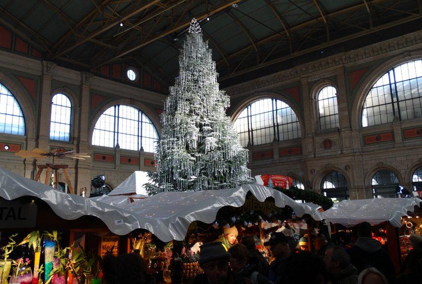 Swarowski-Weihnachtsbaum Zürich (Bild: Brigitte Kreuzwirth  / pixelio.de)