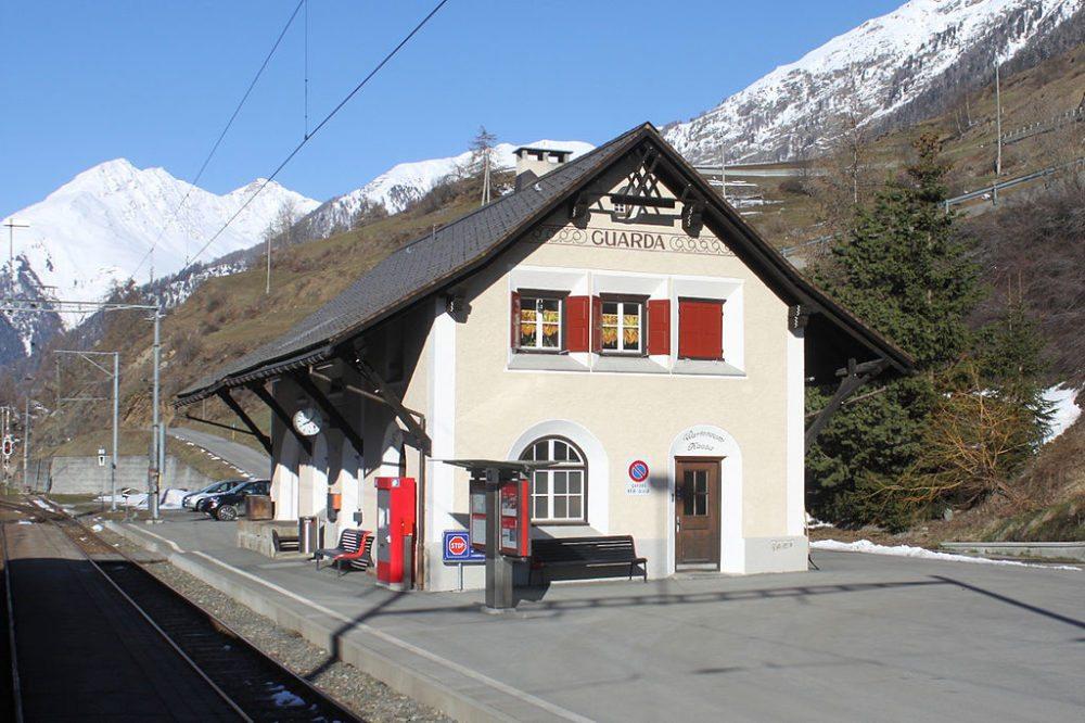 Bahnhof von Guarda (Bild: NAC, Wikimedia, CC)