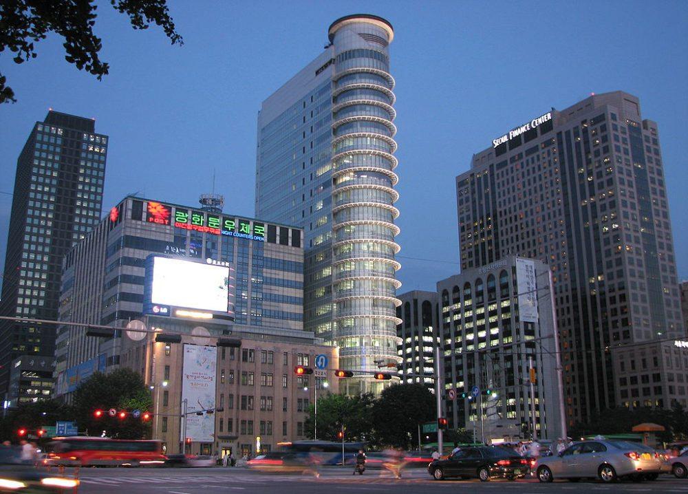 Seoul bei Nacht (Bild: Ian Muttoo, Wikimedia, CC)