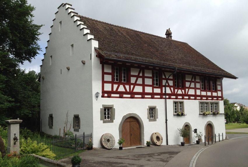 Neeracher Geigenmühle – Strassenansicht (© Geigenmühle Neerach)