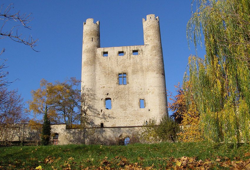 "Die Burgruine ""Hoher Schwarm"" in Saalfeld (Bild: Wolfgang Seifarth, Wikimedia, CC)"