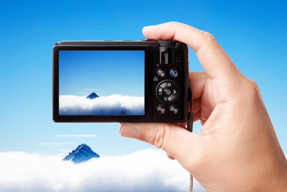 Mit Systemkameras können Sie Fotos mit einer ähnlichen Qualität wie mit DSLRs machen. (Bild: Dinga / Shutterstock.com)