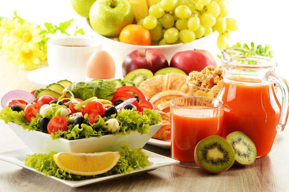 Gemüse und Obst sind die Basis für jedes gesunde Frühstück. (Bild: monticello / Shutterstock.com)