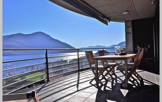 Geniessen Sie eine traumhafte Aussicht in der Ferienwohnung Tessin. (Bild: © tessin-ferienwohnungen.com)