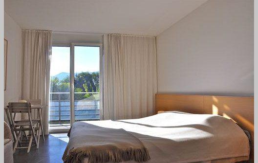 """Die Ferienwohnung """"Al Porto"""" verfügt über drei Schlafzimmer. (Bild: © tessin-ferienwohnungen.com)"""