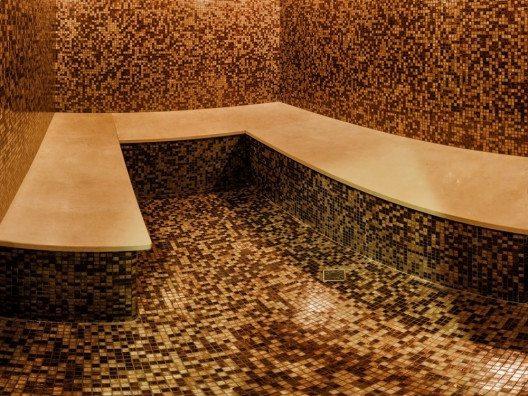 """""""Hamam"""" steht für die Anwendung natürlicher Produkte, meist in Form oder in Kombination mit Bädern. (Bild: © Lilkin - shutterstock.com)"""