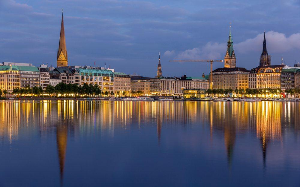 Viele Touristen kommen jährlich in Scharen,um der Hafenstadt einen Besuch abzustatten. (Bild: © Leonid Andronov - shutterstock.com)