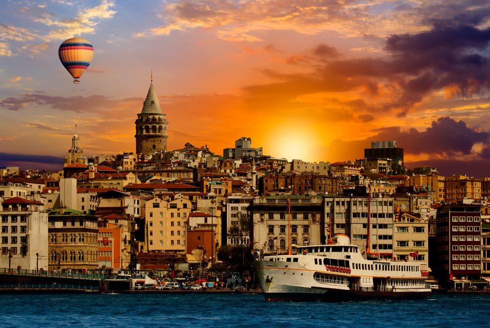 Istanbul – die einzige Metropole, die sich auf zwei Kontinenten erstreckt. (Bild: muratart / Shutterstock.com)