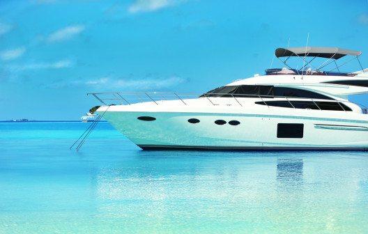 Mit einer Jacht auf die Malediven (Bild: © Africa Studio - shutterstock.com)