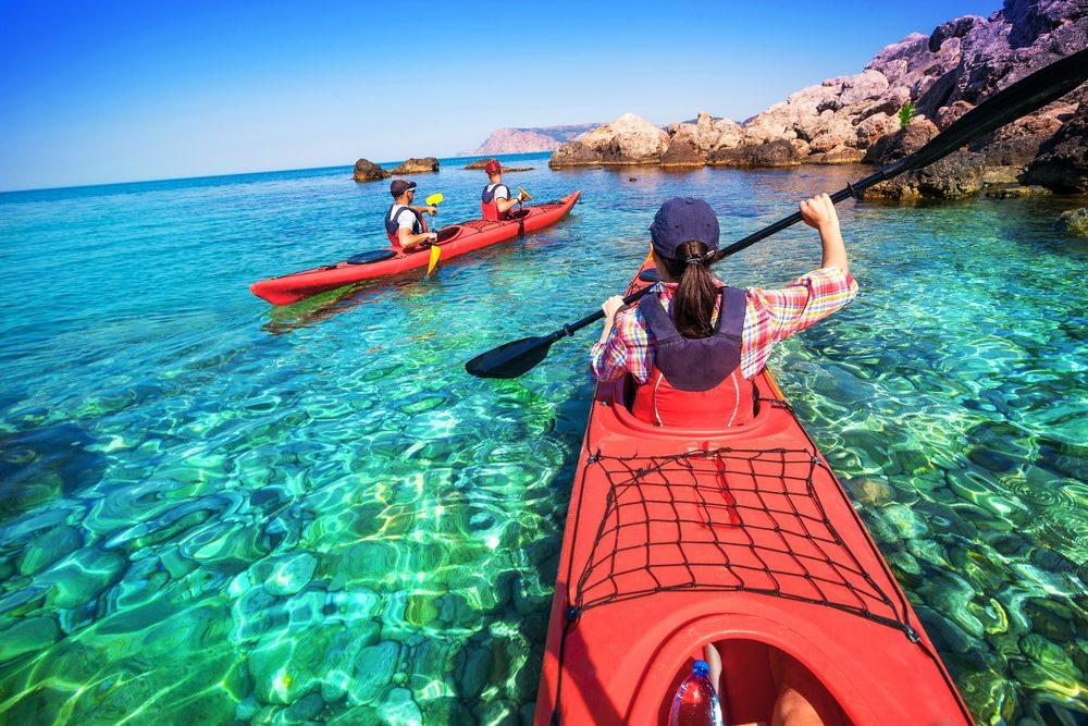Eine Alternative zur klassischen Wanderung ist die Kanufahrt. (Bild: kuznetcov_konstantin / Shutterstock.com)