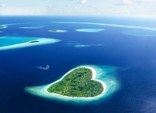Insel in Herzform auf den Malediven. (Bild: © Romolo Tavani - shutterstock.com)