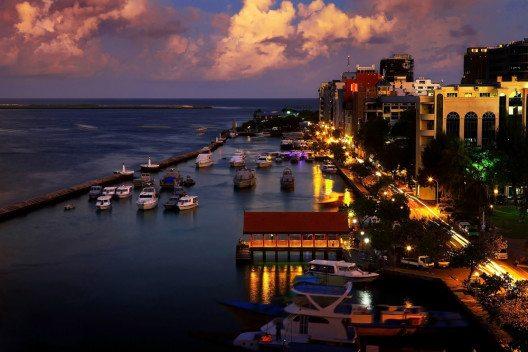 Geeignet für eine Stadtbesichtigung ist eigentlich nur die Hauptstadt Malé. (Bild: © Dmitrijs Mihejevs - shutterstock.com)