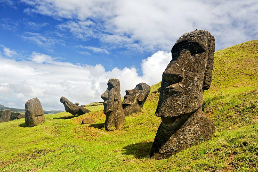 Was hat es mit den Moai auf sich? (Bild: © Amy Nichole Harris - shutterstock.com)