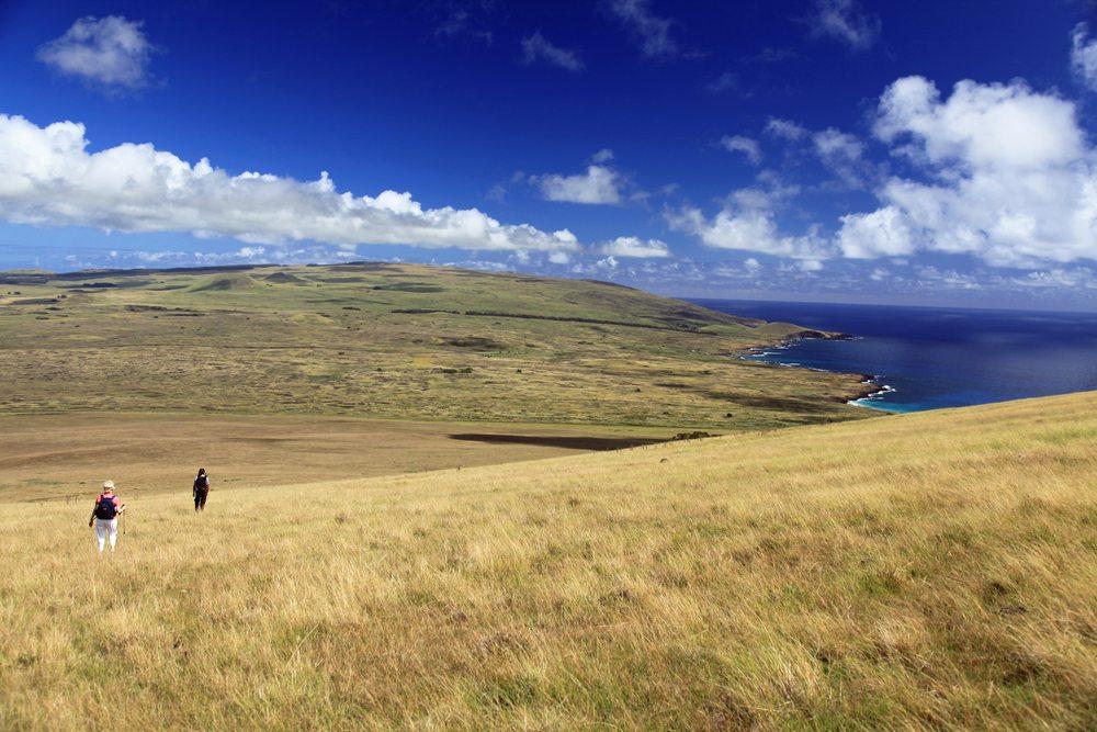 Fast die gesamte Küste der Osterinsel besteht aus scharfkantigem Vulkangestein. (Bild: © Thomas Barrat - shutterstock.com)