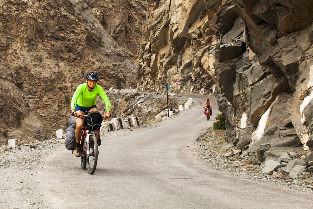 Für Radwanderfans hat die Schweiz ein unübersehbares Angebot an Strecken, Hängen und Pässen. (Bild: TDway / Shutterstock.com)