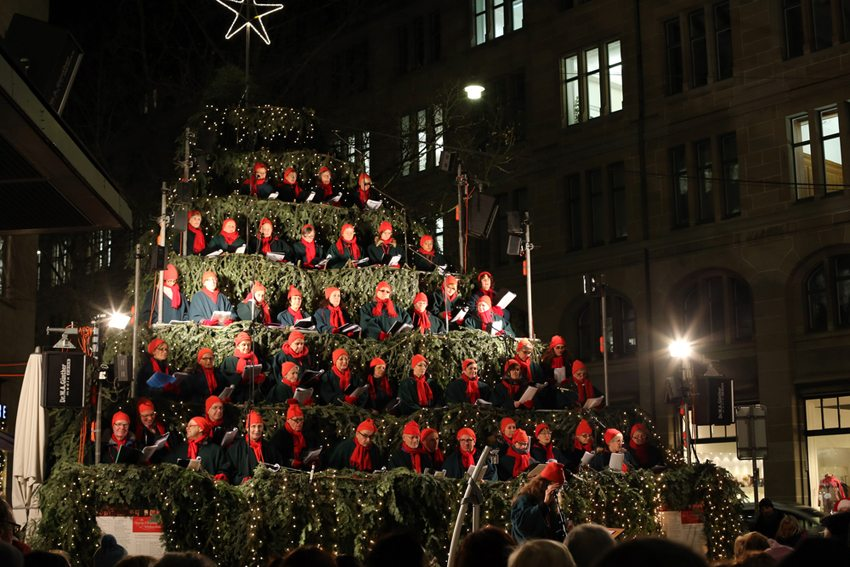 Weihnachtschor in Zürich (Bild: Polina Shestakova / Shutterstock.com)