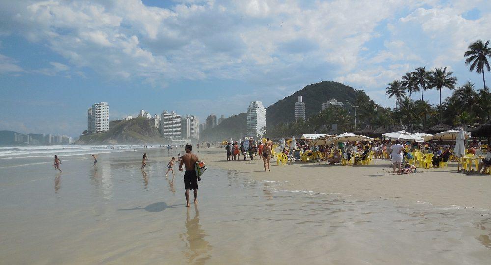 In Guaruja angekommen, ist es ein Leichtes, den Weg zum Strand zu finden. (Bild: © Johannes Gruber)