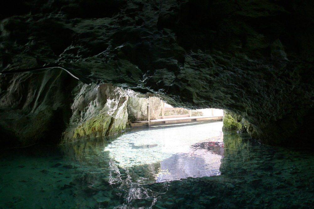 Eingang zur Wimsener Höhle (Bild: Enzyklofant, Wikimedia, CC)