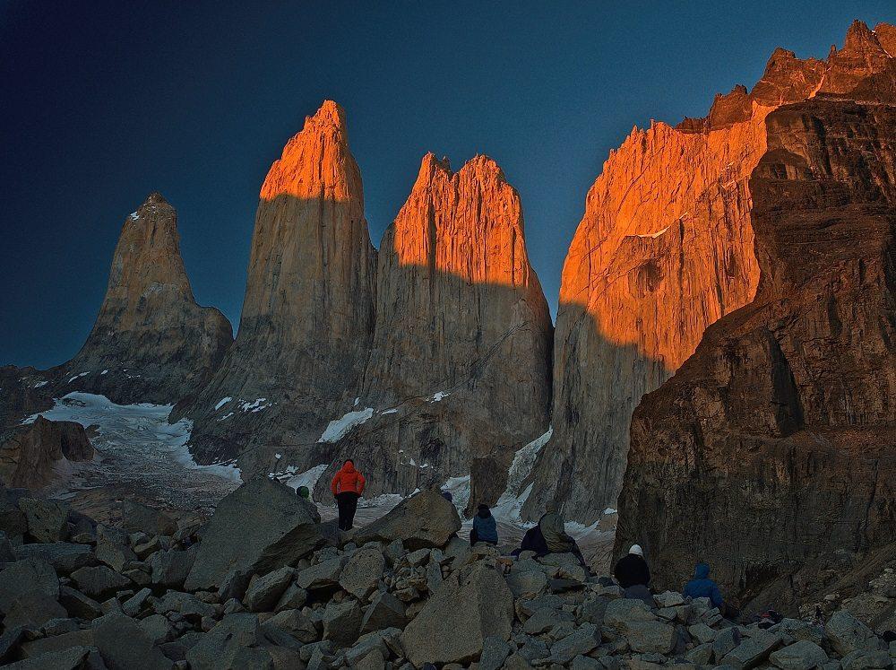 Die Las Torres glühen im Sonnenaufgang (Bild: © Constantin Schaible)