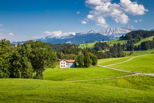 Wandern in der Schweiz (Bild: © canadastock - shutterstock.com)