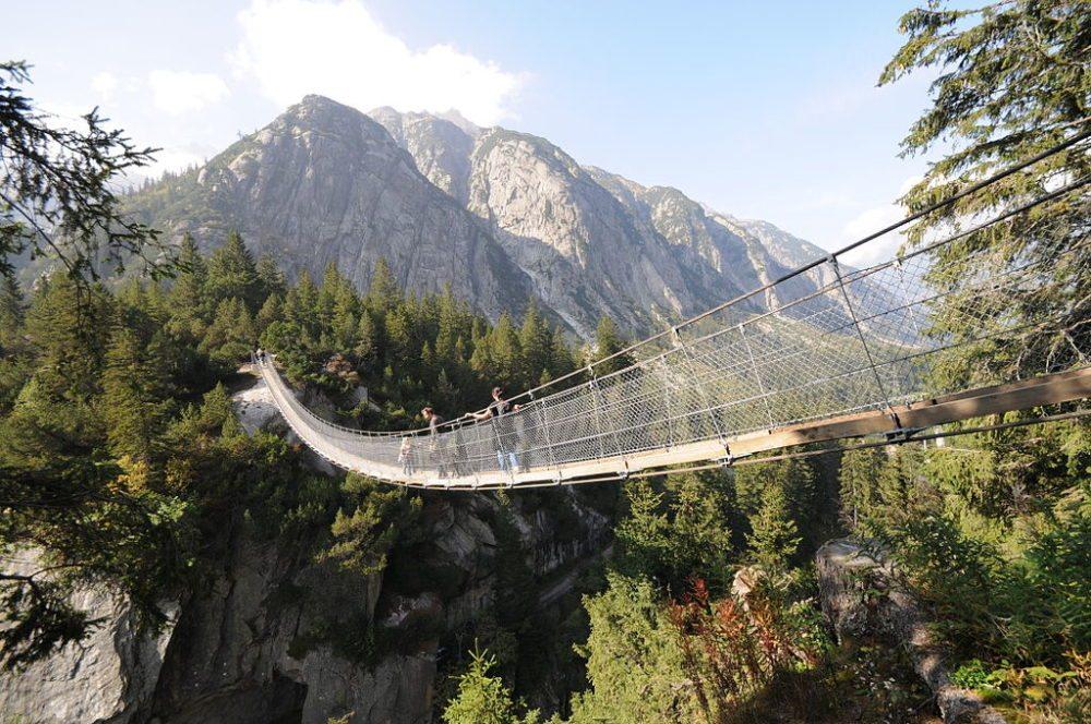 Handeckfallbrücke (Bild: Kraftwerke Oberhasli AG, Wikimedia, CC)