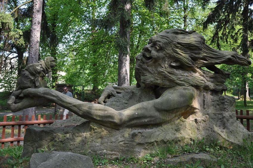 Rübezahl- Skulptur im Smetana Park in Hořice, Tschechien. (Bild: Ben Skála, Wikimedia, GNU)