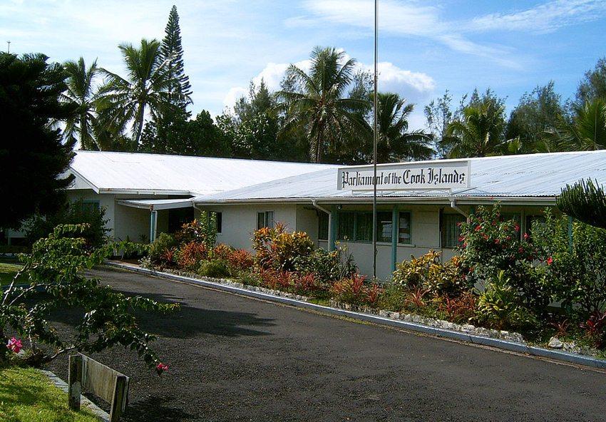 Die Cook-Inseln – Parlamentsgebäude auf Rotonga (Bild: Mr Bullitt, Wikimedia, GNU)