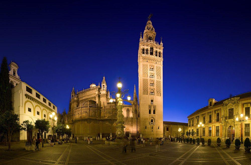 Plaza Virgen de los Reyes in Sevilla (Bild: DAVID ILIFF, Wikimedia, CC)
