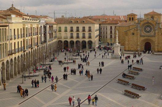 Plaza de Santa Teresa in Avila (Xavier Béjar, Wikimedia, CC)